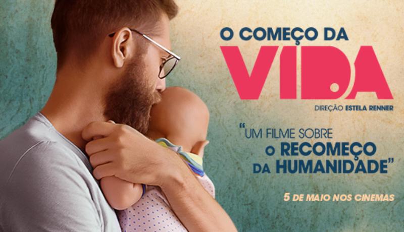 """Banner do filme """"O Começo da Vida"""", homem segurando um bebe no colo."""