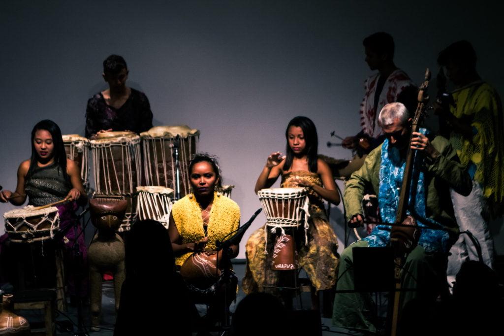 Apresentação do grupo musical UIRAPURU (Foto: Rodolfo Goud)