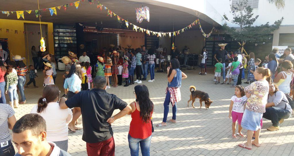 """""""Arraial da Comunidade"""" -  Foto: Márcia Duarte e Walmir Inácio."""