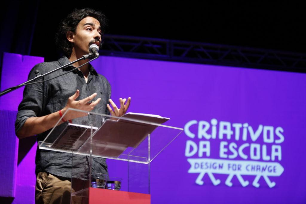 A apresentação da premiação ficou por conta do poeta André Gravatá. Foto: Marina Cavalcante.