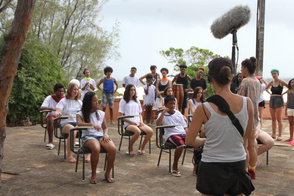 """Oficina com o grupo """"ColetivA Ocupação"""". Foto: Equipe Criativos da Escola."""