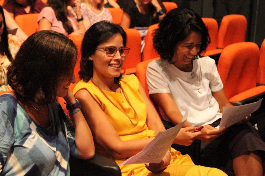 Isabella Henriques, Ana Lucia Villela e Carol Pasquali participam da dinâmica. Foto: Heloisa Fantini.