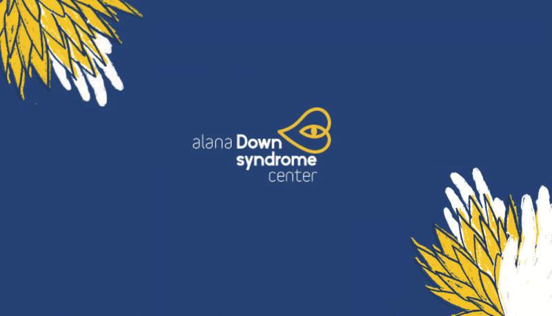 Fundo azul com desenhos de plantas. No centro, logo com o desenho de um coração e um olho. Texto: Alana Down Syndrome Center