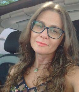 Foto de Márcia Buss-Simão sorrindo para a câmera